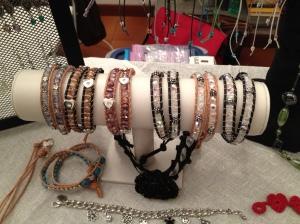 Realizzato a mano da Meles Manuela, uno dei pilastri dell'azienda! Corso di bijoux!!